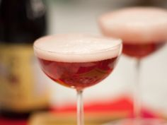 Red Velvet recipe from Geoffrey Zakarian via Food Network Vodka Recipes, Drinks Alcohol Recipes, Yummy Drinks, Alcoholic Beverages, Fun Cocktails, Cocktail Drinks, Fancy Drinks, Raspberry Beer, The Kitchen Show