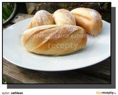 Z určených surovin umícháme omládek a necháme ho 45-60 minut kynout. Přidáme zbytek surovin a necháme pekárnou jen umíchat těsto, ve vypnuté,... Bread Recipes, Sweet Recipes, Hamburger, Baking, Food, Breads, Basket, Bread Rolls, Bakken
