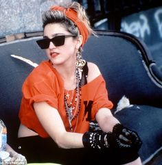 Madonna Desperately Seeking Susan retro party looks Moda 80s, Cindy Lauper 80s, 80s Party Outfits, 80s Style Outfits, 80s Party Dress, 80s Dress, Vintage Outfits, Madona, Style Année 90