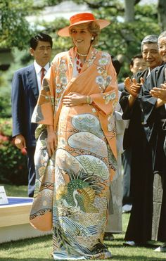 Di threw herself into things when she and Charles toured Japan, donning a pretty peach kimono. 1985