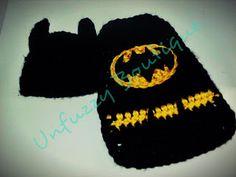 Free Crochet Baby Bat Hero Cape Photo Prop Pattern.