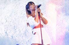 """Aitana Ocaña Noticias on Instagram: """"¡@aitanax brilla ante una noche mágica en el #ConciertoPorLaPaz 🕊! 📸: @lavozcultural #aitana #aitanaocaña #singer #show #vasaquedarte"""" Glee, Stranger Things, Animals And Pets, Crushes, Barcelona, Actors, My Love, Bangs, Singers"""