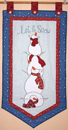 Let it snow quilt wall hanging Christmas Sewing, Noel Christmas, Christmas Projects, Holiday Crafts, Christmas Quilting, Hanging Quilts, Quilted Wall Hangings, Small Quilts, Mini Quilts