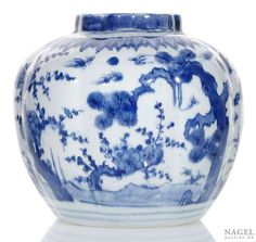 A blue and white porcelain jar produced during Wanli's reign (1582 - 1600) in Ming Dynasty (Photo Nagel)