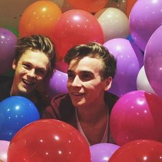 Joe Sugg and Caspar Lee Pewdiepie, Markiplier, Joe Sugg, Joe And Zoe Sugg, Caspar Lee, British Youtubers, Best Youtubers, Sugg Life, Youtube Vines