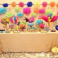 Nossa mesa de carnaval! Fotografia @paularuiz, peças @ideiaunica!Maças @caandrade! Bolo, cup e biscoitos @elainemonteirobolos buffet @btvbkidsmoema! #frescurinhaspersonalizadas #carnaval #decoracaocarnaval letras em 3d @sweetandsourbrasil