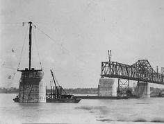 Construction, Municipal Bridge, Louisville, Kentucky, 1929. :: Herald-Post Collection