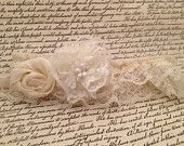 Vintage lace wedding garter - Ivory and pearl