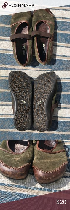 🌎 Vintage Kalso Mary Jane Earth shoes 🌎 Good condition green and brown Mary Jane Allure Earth shoes. Leather upper and insole. See photos for wear. Earth Shoes