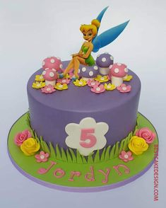 50 Most Beautiful looking Tinker Bell Cake Design that you can make or get it made on the coming birthday. Tinkerbell Cake Topper, Tinkerbell Birthday Cakes, Fairy Birthday Cake, Tinkerbell Party, Birthday Cake Girls, Cake Designs For Kids, Cake Designs Images, Fairy Garden Cake, Fairy Cakes