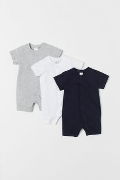 All-in-one pyjamas in soft organic cotton jersey with ribbing around the neckline, press-studs down the front and along one leg, short sleeves and short leg Fashion Kids, Little Boy Fashion, Baby Boy Fashion, Babies Fashion, Disney Baby Clothes, Unique Baby Clothes, Neutral Baby Clothes, Baby Outfits Newborn, Baby Boy Outfits