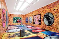 Cool Rugs For Living Room & Hallway Funky Living Rooms, Living Room Interior, Rugs In Living Room, Pop Art Images, Chill Room, Grunge Room, Pet Bottle, Rectangular Rugs, Modern Colors
