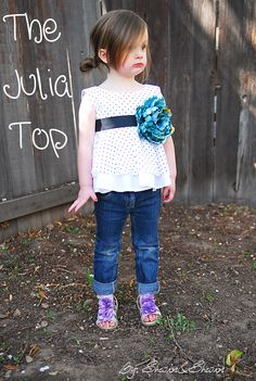 cute top w/ tutorial...i need to find a little girl to model this top...i seriously want to make it this summer!!