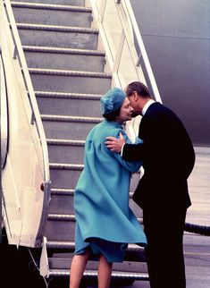 April In a very rare show of public affection, Prince Phillip Duke of Edinburgh, gives a farewell kiss to Queen Elizabeth II in Ottawa, Canada as she prepared to fly home to the UK. Prince Philip later left for the U. Hm The Queen, Her Majesty The Queen, Save The Queen, Princess Elizabeth, Princess Kate, Queen Elizabeth Ii, Commonwealth, Prinz Philip, Queen Elizabeth