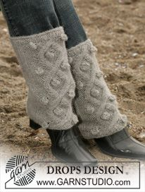 "Free Pattern--DROPS Legwarmers with cables in ""Alpaca"" Knit Leg Warmers, Hand Warmers, Pols Warmers, Drops Design, Knitting Patterns, Free Knitting, Magazine Drops, Boot Cuffs, Crochet Tote"