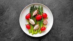 Chřestový salát s ředkvičkami