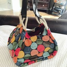 🎉Cutest Bag Ever🎉Colorful Dots Patent Handbag Love love love this purse! Goes with ANYTHING. Excellent condition and ready to ride off into the sunset with some awesome gal💖 Accessories