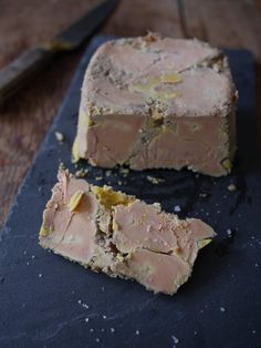 Terrine de foie gras au micro-onde - Blog de cuisine créative, recettes… Microwave Recipes, Cooking Recipes, Happy Hour Food, A Food, Food And Drink, Pate Recipes, Fish And Meat, French Food, Charcuterie