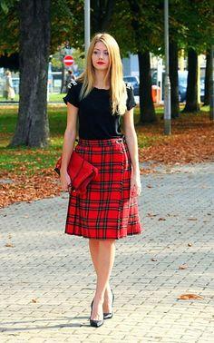 I love this plaid midi skirt !