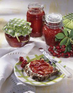 Unser beliebtes Rezept für Orangen-Hagebutten-Marmelade und mehr als 55.000 weitere kostenlose Rezepte auf LECKER.de.