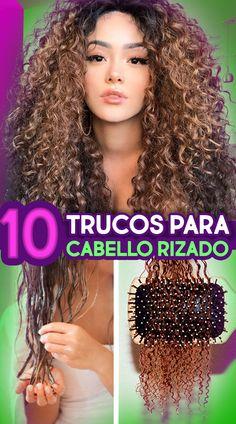 Ya es hora de que dejes de pelear con tu cabello y aprendas a manejarlo de la manera adecuada. Estos son 10 trucos para cabello rizado que te ayudarán a que crezca sano y fuerte Curly Hair Tutorial, Hair Frizz, Natural Hair Mask, Curly Hair Tips, Grunge Hair, Looks Cool, Curled Hairstyles, Hair Videos, Hair Hacks