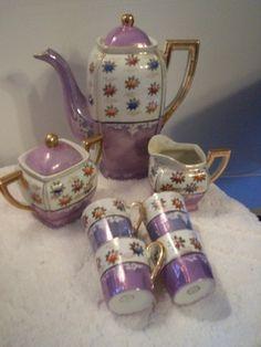 Vintage tea set - looks like lustreware Teapot Cookies, Tea Sets Vintage, Tea Pot Set, Teapots And Cups, China Tea Cups, My Cup Of Tea, Tea Service, Chocolate Pots, Coffee Set