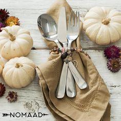 Vous voulez surprendre vos invités ? Offrez-leur un magnifique bracelet de la collection Nomaad. Table Decorations, Vegetables, Collection, Food, Home Decor, I Want You, Homemade Home Decor, Meal, Essen