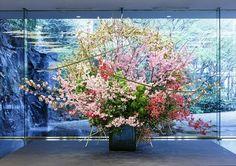 「いけばな×百段階段2014」 2014年3月 東京・目黒雅叙園(プリンセスミヤビ、陽光桜、八重桜、いたやかえで、椿、べにぎりつつじ、竹) #ikebana #sogetsu