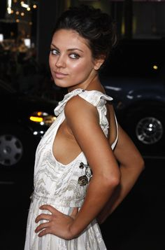 Mila Kunis makeup....please give me patience to try over and over 'till I succeed! She makes it look so easy