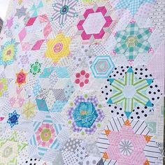 Smitten quilt top finished Sorry ... Will overgram a bit #kviltstina #smittenquilt #smittenquiltqal #jenkingwelldesigns Will have to decide on how to quilt it ...☺️☺️☺️