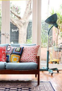 Quais as características que um sofá deve ter para ficar bacana na sua sala pequena? Veja neste post!
