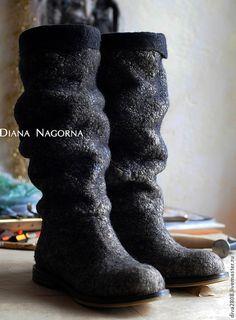 """Обувь ручной работы. Сапожки войлочные """" Сокровища Агры"""". Диана Нагорная. Ярмарка Мастеров. Сапоги, Диана Нагорная, шерсть How To Make Shoes, How To Wear, Felt Slippers, Felt Boots, Pumped Up Kicks, Felt Art, Wool Felt, Shoe Boots, Footwear"""