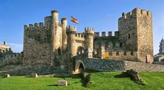 fortaleza de candespina -El conde Gómez González junto con el conde Pedro González de Lara logran liberar a la reina, que busca refugio en la fortaleza de Candespina, ubicada en Fresno de Cantespino, Segovia.