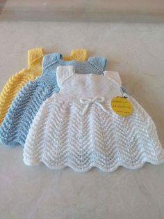Hızlı ve Kolay Resim Paylaşımı Crochet Baby Dress Pattern, Baby Dress Patterns, Baby Knitting Patterns, Knitting Designs, Crochet Patterns, Girls Knitted Dress, Knit Baby Dress, Lidia Crochet Tricot, Baby Born Clothes