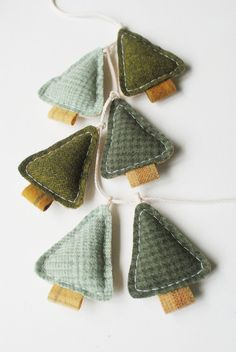 Woodland Holiday Garland Primitive Christmas Pine by whatnomints cute country tree decorations or bunting alternative to tinsel from tweed or fabric scarps easy make Christmas Makes, Felt Christmas, Homemade Christmas, Simple Christmas, Alternative Christmas Tree, Christmas Tree Garland, Christmas Tree Themes, Xmas Ornaments, Xmas Tree