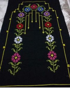 Seccade ornegi Towel Embroidery, Crochet Bedspread, Cross Stitch Boards, Prayer Rug, Bargello, Cross Stitch Flowers, Filet Crochet, Baby Knitting Patterns, Cross Stitch Designs
