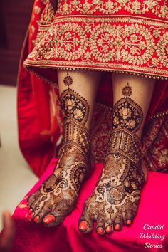 If you are looking for bridal mehndi designs for your wedding, then check out these top 30 mehandi images for some inspiration. Right from a simple mehndi design to an elaborate bridal henna design, you'll find it in here! Leg Mehendi Design, Leg Mehndi, Dulhan Mehndi Designs, Unique Mehndi Designs, Mehndi Design Pictures, Beautiful Henna Designs, Mehndi Designs For Hands, Mehandi Designs, Henna Mehndi