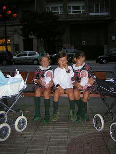 Vistiendo a tres.: Como niña con zapatos nuevos dos años después... Baby Shark, Stylish Kids, Future Baby, Diy Clothes, Casual Wear, Kids Outfits, Kids Fashion, Photos, Pictures