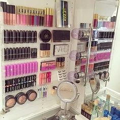 Imagem via We Heart It https://weheartit.com/entry/160611536/via/4776382 #chanel #dior #mac #makeup #nake.d