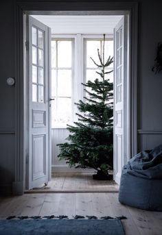 my scandinavian home: The Mysig Swedish Family Home of Jasmine Bylund decorated for Christmas