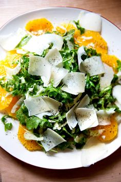 Teri's Sliced Orange Salad with Arugula, Fennel & Shaved Parmesan A refreshing winter salad: sliced oranges topped with arugula and fennel in a shallot vinaigrette. ALSO: lots of shaved parmesan and fresh cracked pepper. could eat this all winter. Fennel And Orange Salad, Fennel Salad, Arugula Salad, Spinach Salad, Vegetarian Recipes, Cooking Recipes, Healthy Recipes, Cooking Corn, Cooking Turkey