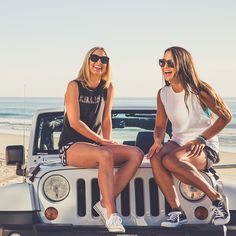 CHUMMY this picture had a pair of best friends the beach and a freaking jeep it reminded me so much of you!