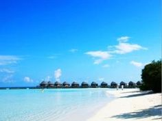 Komandoo Island are honeymoon materiale. No kids allowed, takes 15 minutes around the island. And it is goregeous! Postcard perfect.