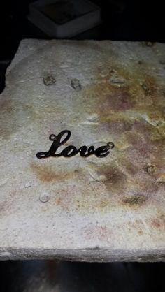 Colgante love oro blanco