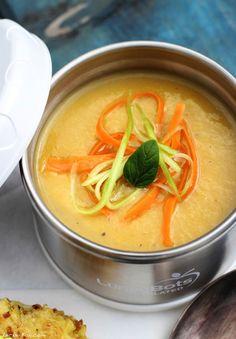 Rhabarber-Paprika-Suppe von Simone http://www.pinterest.com/leckerbox/ Zutaten: gelbe Paprika, Zwiebel, grobes Meersalz, Rhabarber, Olivenöl, Reissirup, Ingwer, Gemüsebrühe, Pfeffer aus der Mühle, optional zur Deko: Gurken- und Möhrenspaghetti #gutlaunevitamix