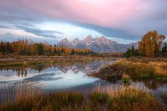 If you happen to be traveling through Wyoming this summer, don't miss an opportunity to explore the outstanding beauty of Grand Teton National Park! Grand Teton National Park, National Parks, Outdoor Jobs, Yellowstone Nationalpark, Ways To Travel, Travel Ideas, Travel Tips, Vacation Trips, Family Vacations