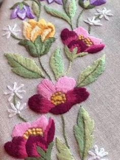 brazilian embroidery new designs Embroidery Flowers Pattern, Simple Embroidery, Embroidery Patterns Free, Hand Embroidery Designs, Embroidery Kits, Machine Embroidery, Brazilian Embroidery Stitches, Hand Embroidery Stitches, Crewel Embroidery