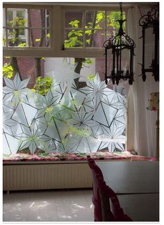 New bathroom window coverings diy contact paper Ideas Bathroom Window Dressing, Bathroom Window Privacy, Bathroom Window Coverings, Bathroom Windows, Glass Bathroom, Bathroom Art, Diy With Contact Paper, Window Graphics, Window Dressings