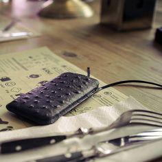 Luksusowy prezent dla wymagających kobiet - ręcznie wykonane etui na iPhone Gion