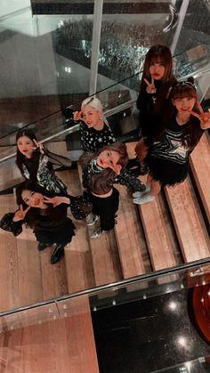 (에버글로우) K-pop wallpaper lockscreen HD iPhone Fondo de pantalla Kpop Girl Groups, Korean Girl Groups, Kpop Girls, Kpop Wallpaper, Lock Screen Wallpaper, Daehyun, Kpop Girl Bands, Choi Yoojung, Yuehua Entertainment